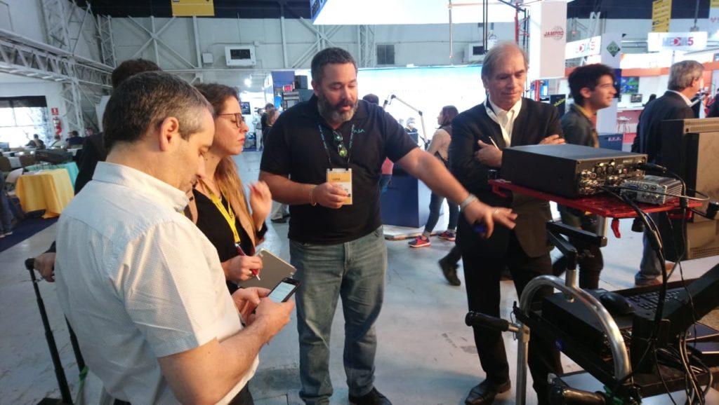 Manny Rosado, representante de Ventas de AJA Video Systems junto a Guillermo Gilles, gerente Comercial Broadcast de BVS Technology Solutions en CAPER SHOW 2019