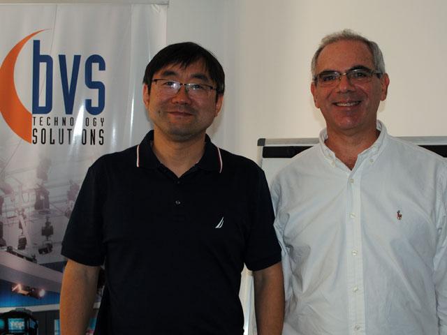 Dr. Bowei Song y Sergio Abramoff, ambos de ANYWAVE
