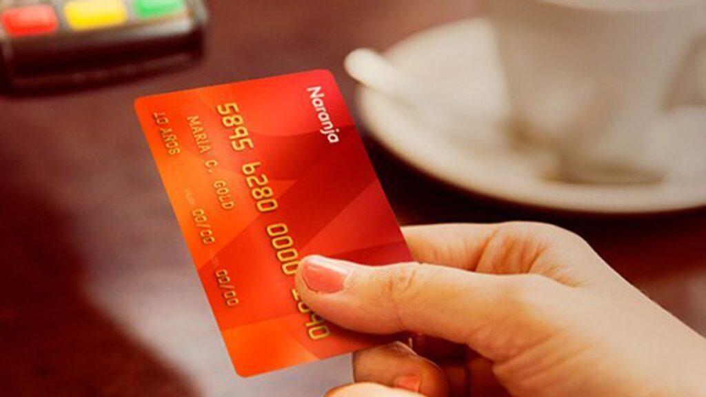 La tarjeta prepaga Visa Naranja X cuenta con tecnología contactless y funciona con el saldo disponible en la cuenta de Naranja X para realizar pagos donde acepten Visa, en todo el mundo.